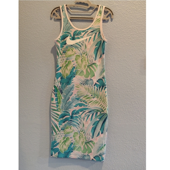 Nike Dresses & Skirts - Nike Floral/Hawaiian Workout Dress Size Small